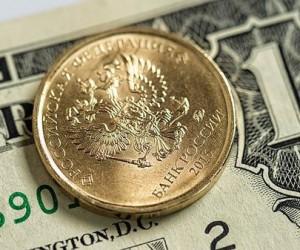 Курс рубля отыграл потери против американского доллара, достигнув двухнедельных максимумов