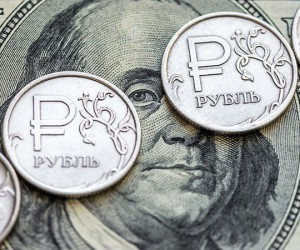 Рубль теряет позиции на фоне оттока средств с развивающихся рынков
