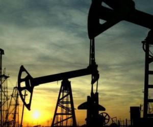 Цена на нефть взлетела на 3% после заявлений Трампа по иранской нефти