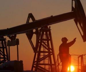 Курс нефти растет из-за атак в Красном море