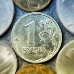 Рубль подешевел к доллару с начала года более чем на 20%