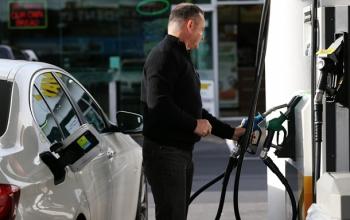 В Украине продолжает дешеветь бензин