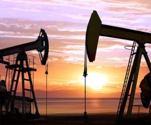 Цена нефти рухнула на 5.7% впервые с июля месяца