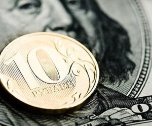 Рубль сдерживает от роста угроза новых санкций